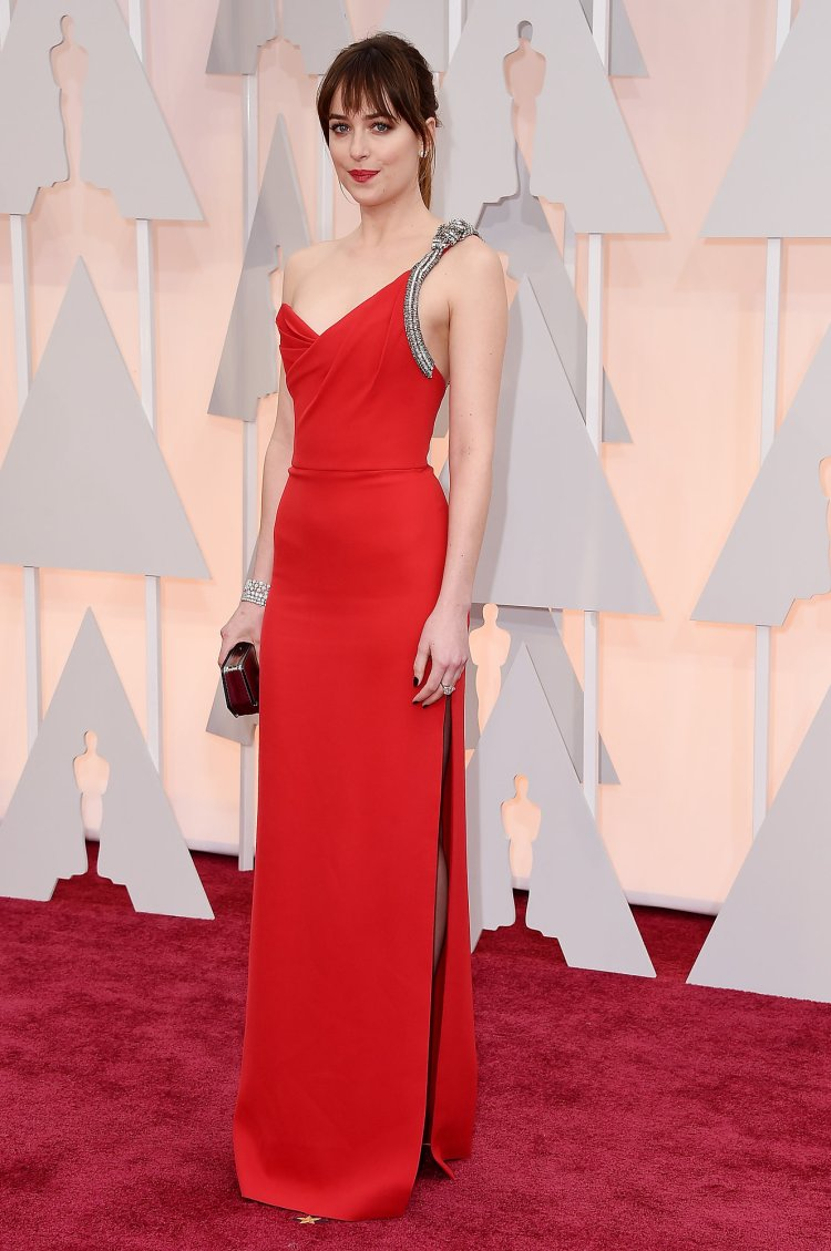 dakota-johnson-red-carpet-2015-oscars